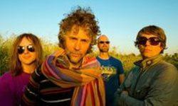 Además de la música de Avril Lavigne, te recomendamos que escuches canciones de The Flaming Lips gratis.