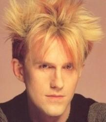 Además de la música de Nick Carter, te recomendamos que escuches canciones de Howard Jones gratis.